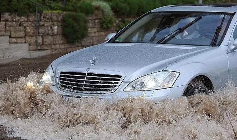 Šta je neophodno učiniti kada vam voda poplavi automobil?